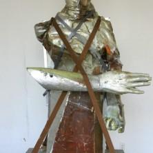 Het beeld The Hermit dat eerst door de straten werd gedragen en daarna in het Sonsbeekpark een tijdelijke plek vond.