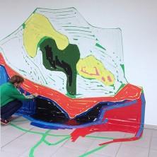 Jochem Rotteveel plakt het werk 'Melt'