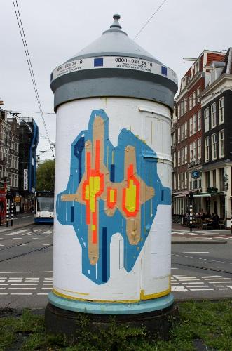 Een wild geplakt werk van Jochem Rotteveel in Amsterdam